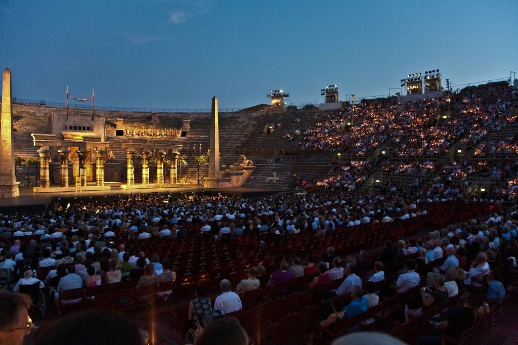 Verona-Arena,-Opera---Dolla